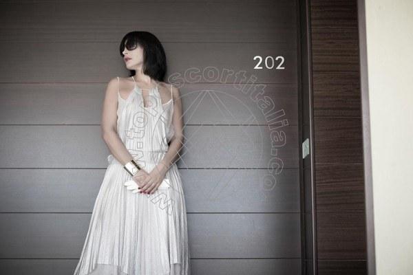 Foto 101 di Helene Castelli escort Ancona