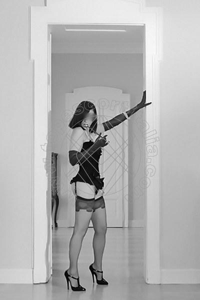 Foto 1975 di Helene Castelli escort Ancona