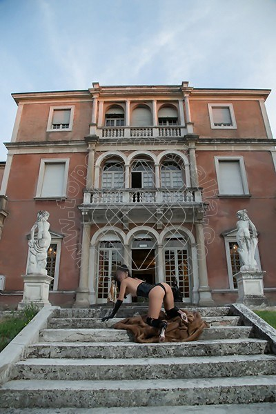 Foto 567 di Helene Castelli escort Ancona