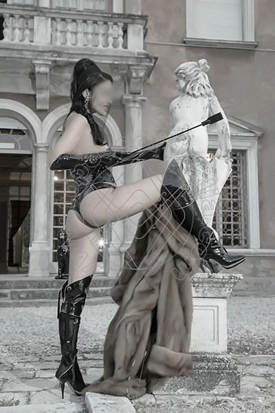 Foto 572 di Helene Castelli escort Ancona